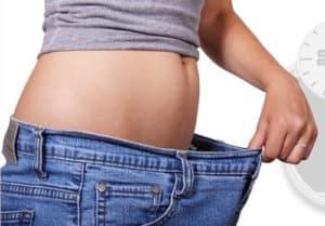 Durch den Einsatz von Airfryern können Kalorien eingespart werden, die beim Abnehmen helfen.